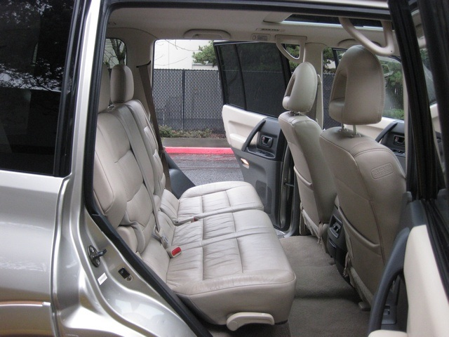 2002 Mitsubishi Montero Limited / 4WD / V6 / 3RD Seat / Leather / Loaded - Photo 24 - Portland, OR 97217