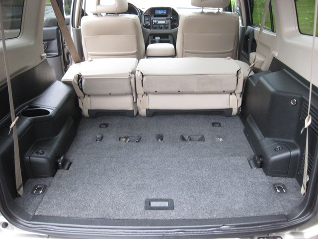 2002 Mitsubishi Montero Limited / 4WD / V6 / 3RD Seat / Leather / Loaded - Photo 29 - Portland, OR 97217