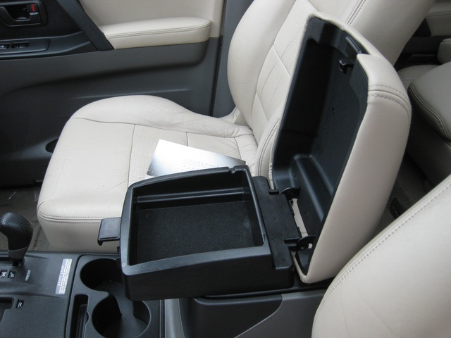 2002 Mitsubishi Montero Limited / 4WD / V6 / 3RD Seat / Leather / Loaded - Photo 41 - Portland, OR 97217