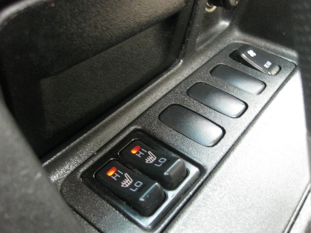 2002 Mitsubishi Montero Limited / 4WD / V6 / 3RD Seat / Leather / Loaded - Photo 39 - Portland, OR 97217