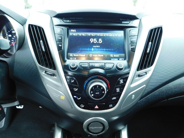 2012 Hyundai Veloster 3 DR / HatchBack / 6-SPEED MANUAL / PANO ROOF - Photo 17 - Portland, OR 97217