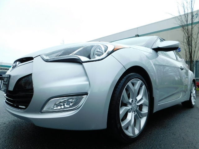 2012 Hyundai Veloster 3 DR / HatchBack / 6-SPEED MANUAL / PANO ROOF - Photo 9 - Portland, OR 97217