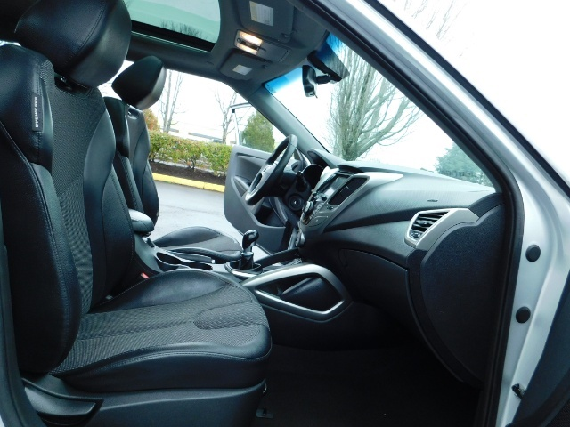 2012 Hyundai Veloster 3 DR / HatchBack / 6-SPEED MANUAL / PANO ROOF - Photo 15 - Portland, OR 97217