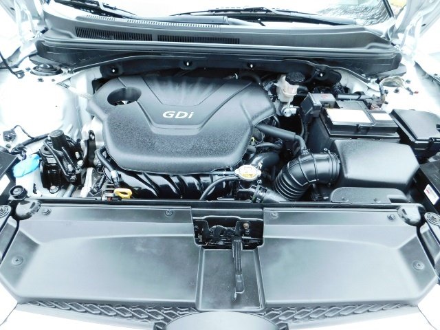 2012 Hyundai Veloster 3 DR / HatchBack / 6-SPEED MANUAL / PANO ROOF - Photo 31 - Portland, OR 97217