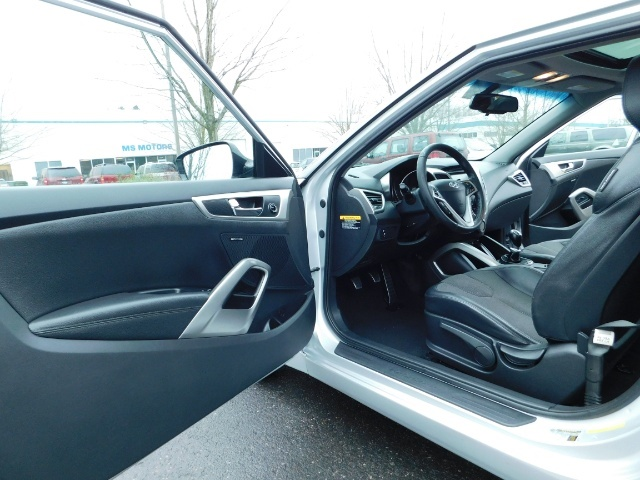 2012 Hyundai Veloster 3 DR / HatchBack / 6-SPEED MANUAL / PANO ROOF - Photo 12 - Portland, OR 97217