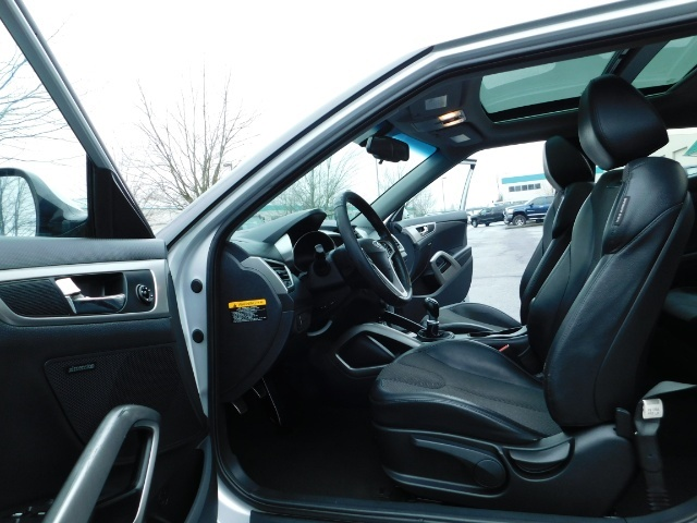 2012 Hyundai Veloster 3 DR / HatchBack / 6-SPEED MANUAL / PANO ROOF - Photo 13 - Portland, OR 97217
