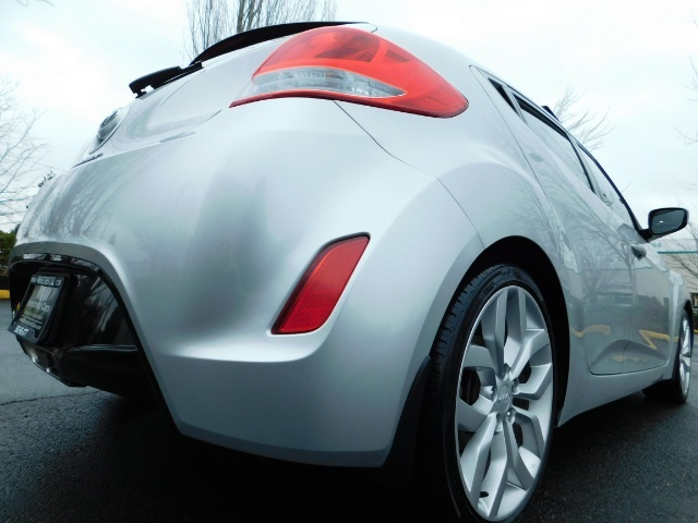 2012 Hyundai Veloster 3 DR / HatchBack / 6-SPEED MANUAL / PANO ROOF - Photo 11 - Portland, OR 97217