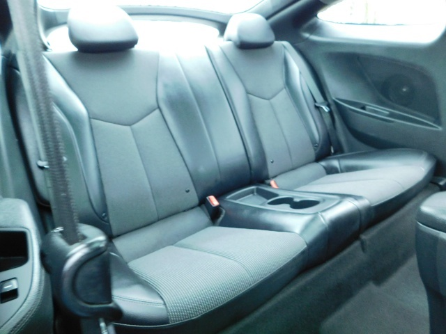 2012 Hyundai Veloster 3 DR / HatchBack / 6-SPEED MANUAL / PANO ROOF - Photo 33 - Portland, OR 97217