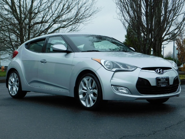 2012 Hyundai Veloster 3 DR / HatchBack / 6-SPEED MANUAL / PANO ROOF - Photo 2 - Portland, OR 97217