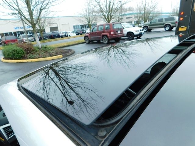 2012 Hyundai Veloster 3 DR / HatchBack / 6-SPEED MANUAL / PANO ROOF - Photo 40 - Portland, OR 97217