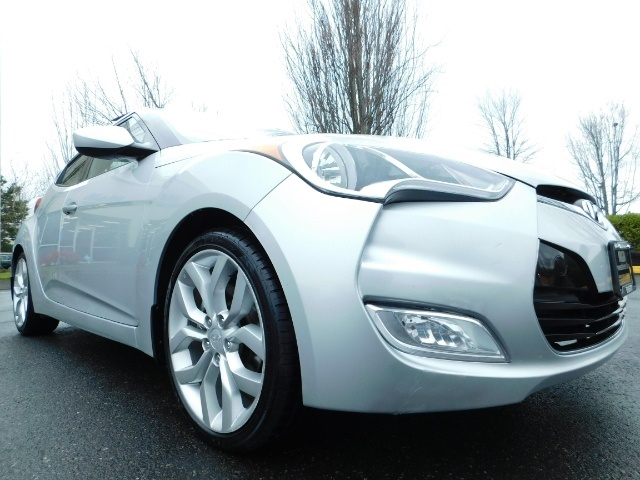 2012 Hyundai Veloster 3 DR / HatchBack / 6-SPEED MANUAL / PANO ROOF - Photo 10 - Portland, OR 97217