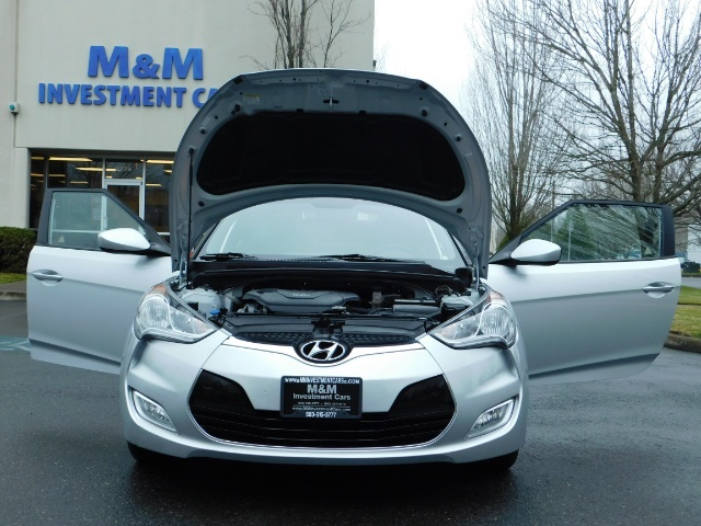 2012 Hyundai Veloster 3 DR / HatchBack / 6-SPEED MANUAL / PANO ROOF - Photo 30 - Portland, OR 97217