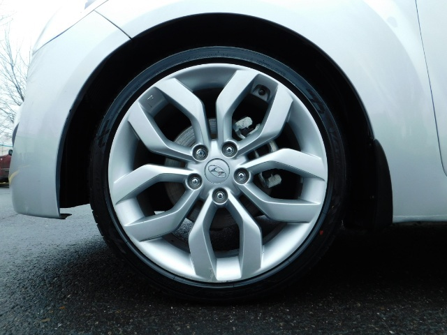 2012 Hyundai Veloster 3 DR / HatchBack / 6-SPEED MANUAL / PANO ROOF - Photo 23 - Portland, OR 97217