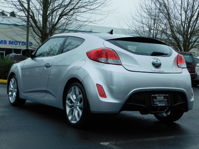 2012 Hyundai Veloster 3 DR / HatchBack / 6-SPEED MANUAL / PANO ROOF - Photo 7 - Portland, OR 97217