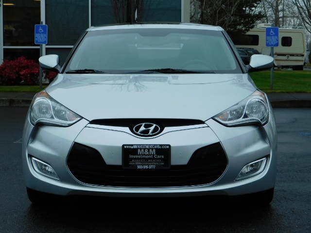 2012 Hyundai Veloster 3 DR / HatchBack / 6-SPEED MANUAL / PANO ROOF - Photo 5 - Portland, OR 97217