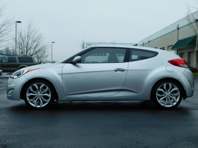 2012 Hyundai Veloster 3 DR / HatchBack / 6-SPEED MANUAL / PANO ROOF - Photo 3 - Portland, OR 97217