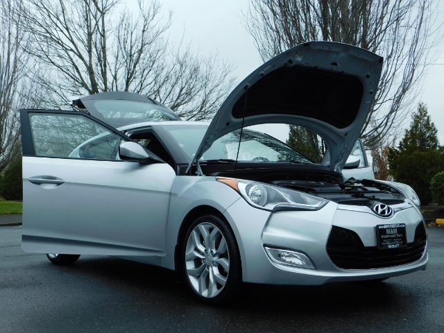 2012 Hyundai Veloster 3 DR / HatchBack / 6-SPEED MANUAL / PANO ROOF - Photo 29 - Portland, OR 97217