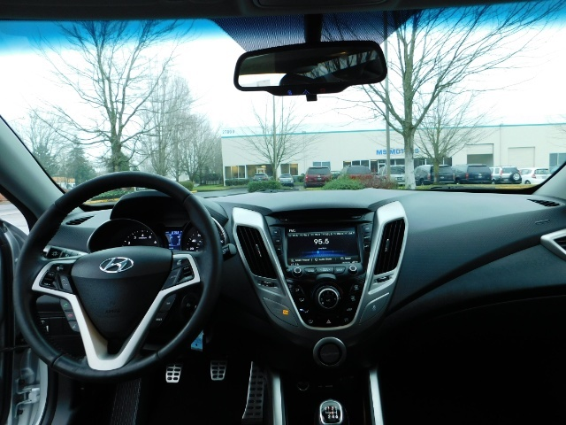 2012 Hyundai Veloster 3 DR / HatchBack / 6-SPEED MANUAL / PANO ROOF - Photo 34 - Portland, OR 97217