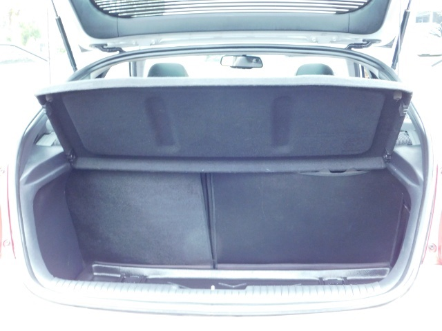 2012 Hyundai Veloster 3 DR / HatchBack / 6-SPEED MANUAL / PANO ROOF - Photo 22 - Portland, OR 97217
