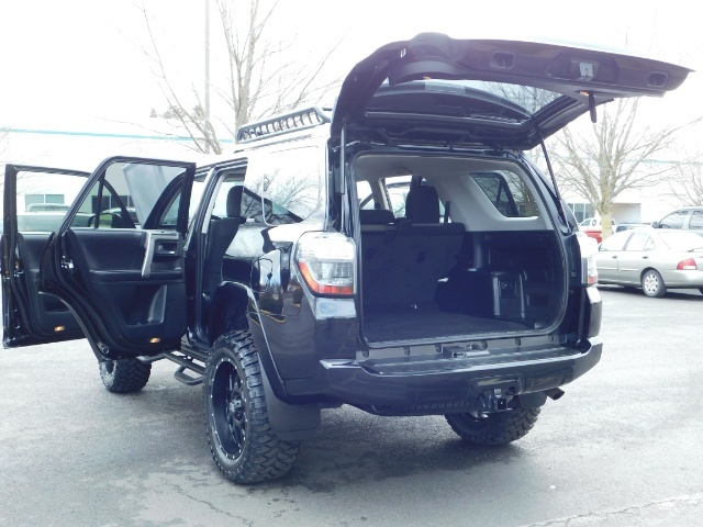 "2016 Toyota 4Runner 4X4 V6 / NAVi / CAM / 20 "" XD's / WARRANTY / LIFTED - Photo 25 - Portland, OR 97217"