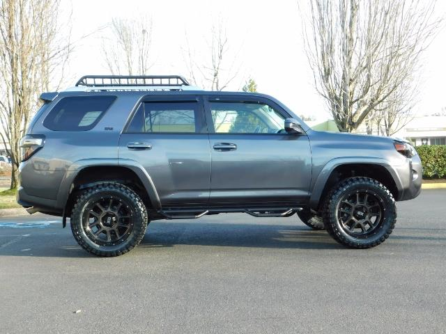 2016 Toyota 4Runner SR5 / 4X4 / Nav / Backup/ LIFTED LIFTED / Execl Co - Photo 4 - Portland, OR 97217