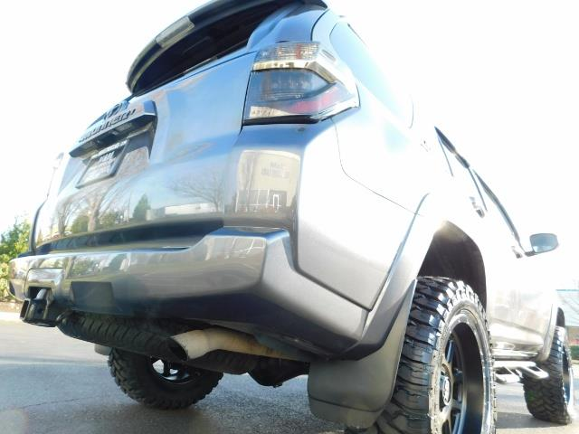 2016 Toyota 4Runner SR5 / 4X4 / Nav / Backup/ LIFTED LIFTED / Execl Co - Photo 12 - Portland, OR 97217