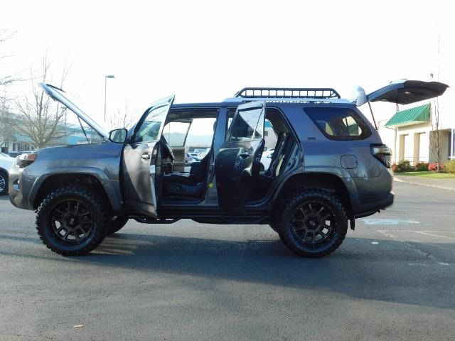 2016 Toyota 4Runner SR5 / 4X4 / Nav / Backup/ LIFTED LIFTED / Execl Co - Photo 28 - Portland, OR 97217
