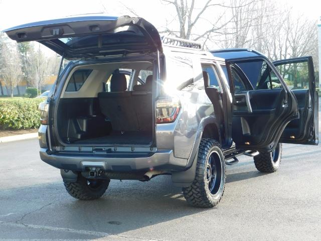 2016 Toyota 4Runner SR5 / 4X4 / Nav / Backup/ LIFTED LIFTED / Execl Co - Photo 31 - Portland, OR 97217