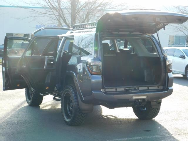 2016 Toyota 4Runner SR5 / 4X4 / Nav / Backup/ LIFTED LIFTED / Execl Co - Photo 30 - Portland, OR 97217