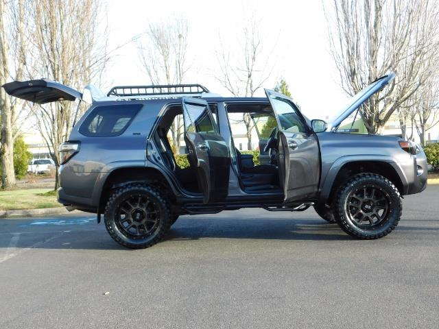2016 Toyota 4Runner SR5 / 4X4 / Nav / Backup/ LIFTED LIFTED / Execl Co - Photo 29 - Portland, OR 97217