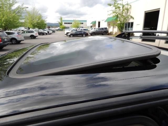 1999 Toyota 4Runner Limited 4WD / V6 / Leather / Sunroof / LIFTED - Photo 26 - Portland, OR 97217