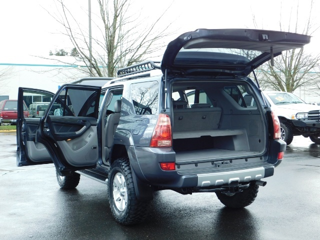 2004 Toyota 4Runner LIMITED / 4X4 / V8 / NAVi / LEATHER / LIFTED !! - Photo 26 - Portland, OR 97217
