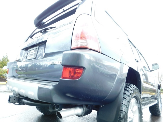 2004 Toyota 4Runner LIMITED / 4X4 / V8 / NAVi / LEATHER / LIFTED !! - Photo 11 - Portland, OR 97217