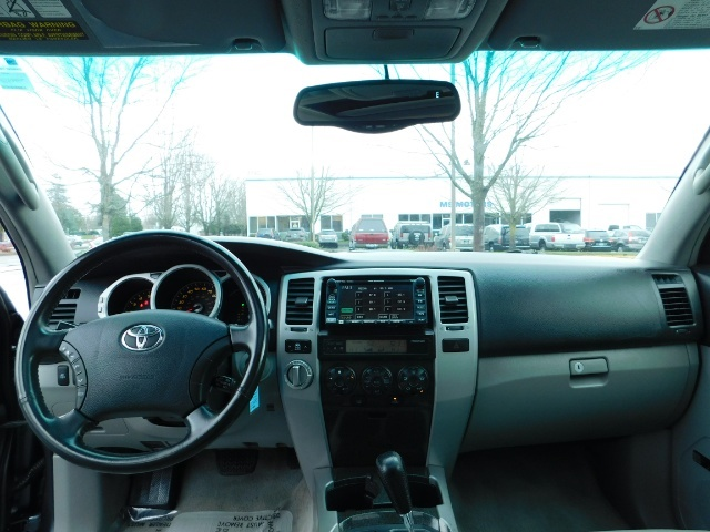 2004 Toyota 4Runner LIMITED / 4X4 / V8 / NAVi / LEATHER / LIFTED !! - Photo 34 - Portland, OR 97217