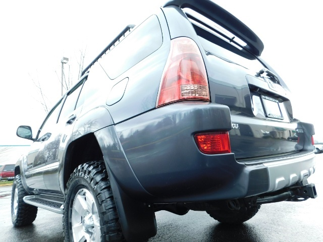 2004 Toyota 4Runner LIMITED / 4X4 / V8 / NAVi / LEATHER / LIFTED !! - Photo 10 - Portland, OR 97217