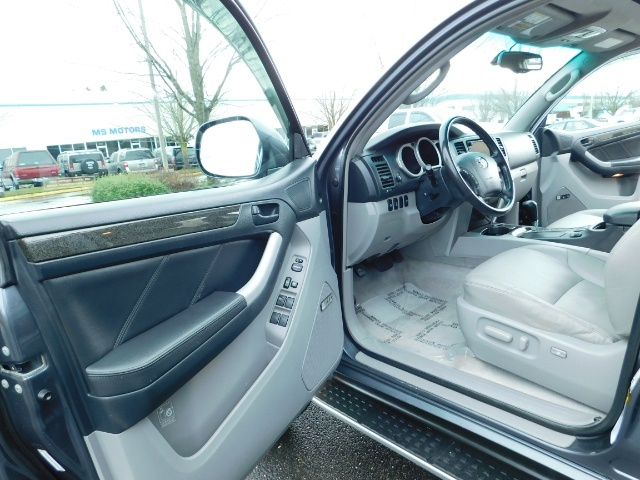 2004 Toyota 4Runner LIMITED / 4X4 / V8 / NAVi / LEATHER / LIFTED !! - Photo 13 - Portland, OR 97217