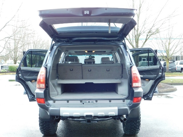 2004 Toyota 4Runner LIMITED / 4X4 / V8 / NAVi / LEATHER / LIFTED !! - Photo 27 - Portland, OR 97217
