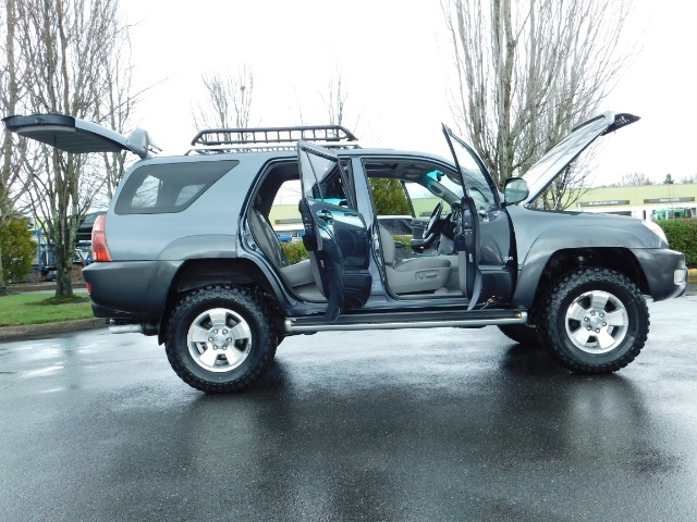 2004 Toyota 4Runner LIMITED / 4X4 / V8 / NAVi / LEATHER / LIFTED !! - Photo 23 - Portland, OR 97217