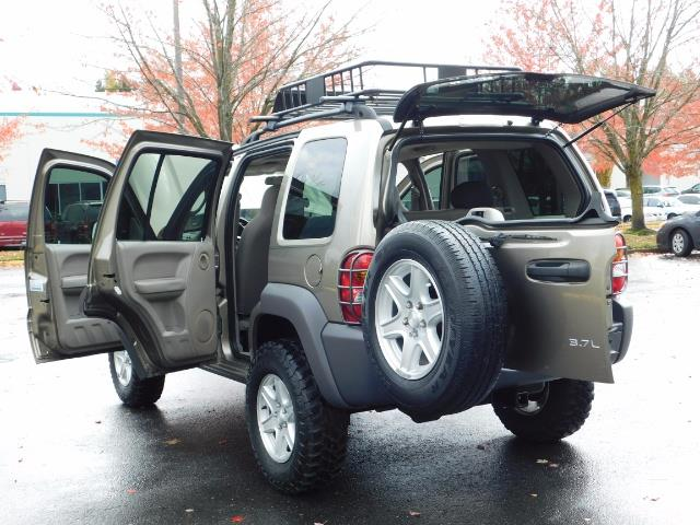 2003 Jeep Liberty Sport Utility 4X4 / V6 3.7L / LIFTED - Photo 19 - Portland, OR 97217