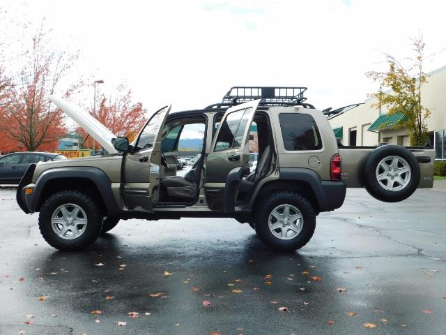 2003 Jeep Liberty Sport Utility 4X4 / V6 3.7L / LIFTED - Photo 21 - Portland, OR 97217