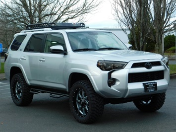 2016 Toyota 4Runner SR5 / 4WD / Navigation / backup camera / LIFTED SUV