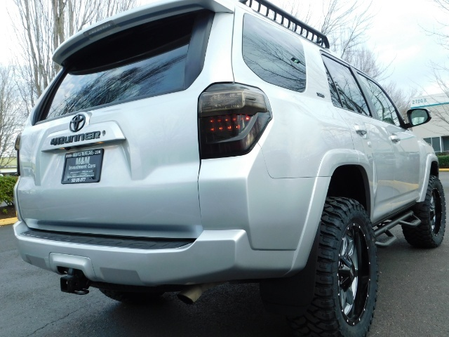 2016 Toyota 4Runner SR5 / 4WD / Navigation / backup camera / LIFTED - Photo 44 - Portland, OR 97217