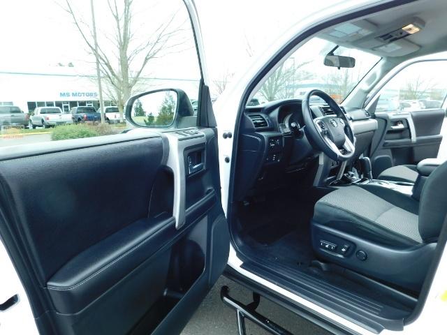 2016 Toyota 4Runner SR5 / 4WD / Navi / LIFTED /  WHEELS TIRES CUSTOM - Photo 13 - Portland, OR 97217