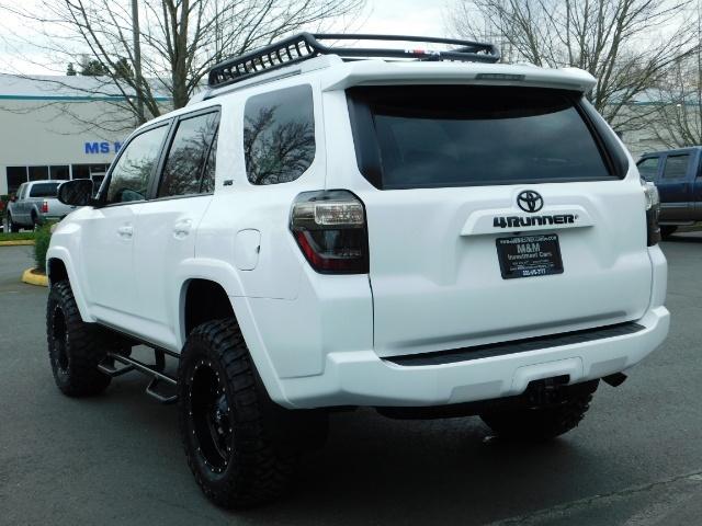 2016 Toyota 4Runner SR5 / 4WD / Navi / LIFTED /  WHEELS TIRES CUSTOM - Photo 7 - Portland, OR 97217