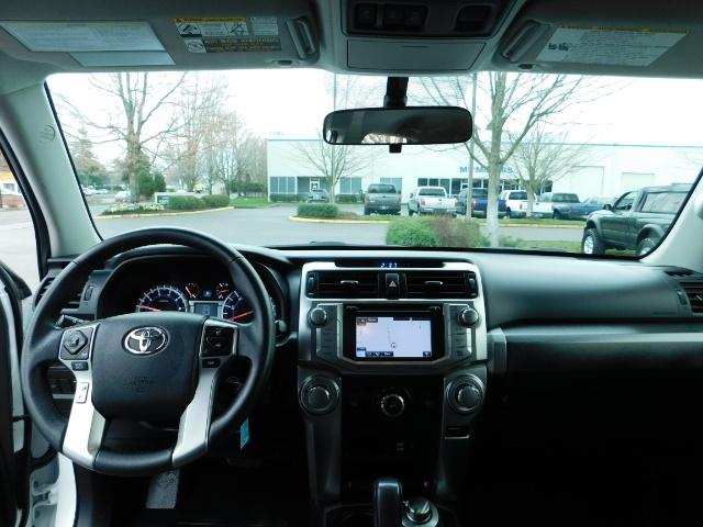 2016 Toyota 4Runner SR5 / 4WD / Navi / LIFTED /  WHEELS TIRES CUSTOM - Photo 35 - Portland, OR 97217