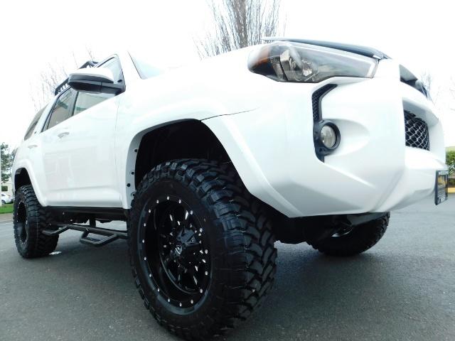 2016 Toyota 4Runner SR5 / 4WD / Navi / LIFTED /  WHEELS TIRES CUSTOM - Photo 10 - Portland, OR 97217