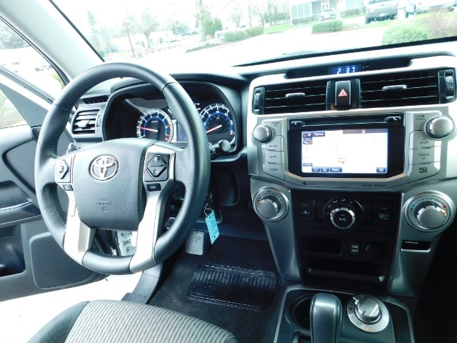 2016 Toyota 4Runner SR5 / 4WD / Navi / LIFTED /  WHEELS TIRES CUSTOM - Photo 18 - Portland, OR 97217