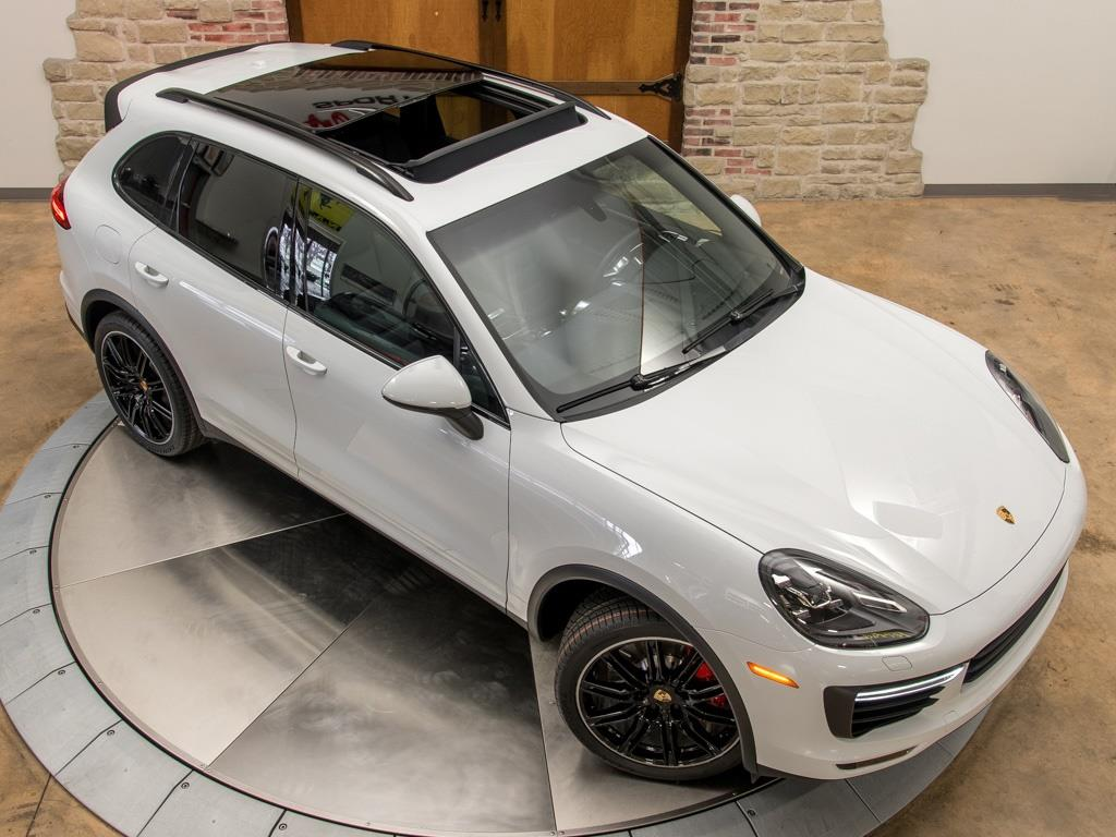 2016 Porsche Cayenne Turbo - Photo 27 - Springfield, MO 65802