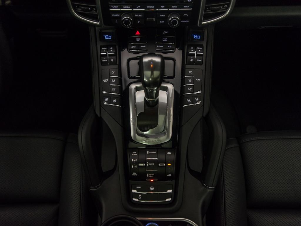 2016 Porsche Cayenne Turbo - Photo 15 - Springfield, MO 65802