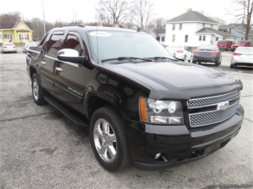 2008 Chevrolet Avalanche LS - Photo 4 - Rushville, IN 46173
